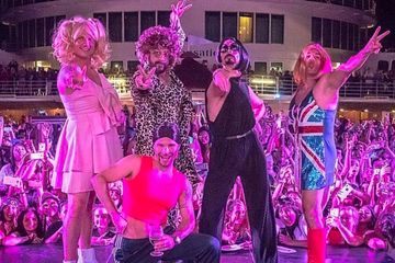 Holy '90s, The Backstreet Boys Dressed As The Spice Girls In 2018