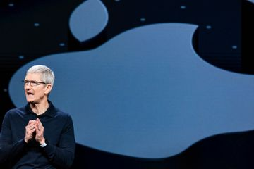 DealBook Briefing: The Trouble With a $1 Trillion Apple