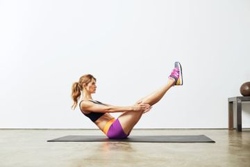 These 12 Moves Make an Easy but Effective Bodyweight Workout