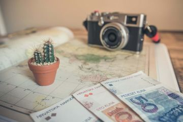10 Ways to Earn Money While You're on Vacation
