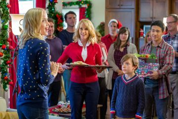 If You Love Hallmark Holiday Movies, You'll Be Obsessed With This Hilarious Podcast