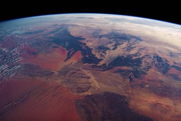 Video: Orbiting the earth in real time
