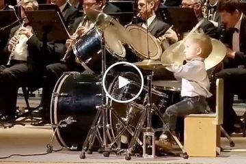 3-year old kid can drum circles around any one of you (Video)