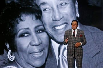 Aretha Franklin gets a rousing, touching, star-studded tribute
