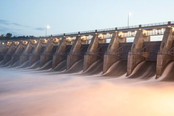 The Fight to Tame a Swelling River With Dams That May Be Outmatched by Climate Change