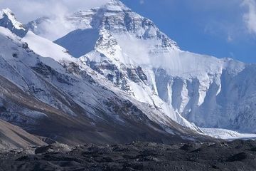 Dead bodies are emerging from Mount Everest's melting glaciers