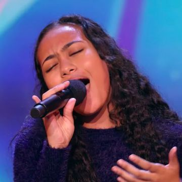 "This 15-Year-Old Sang an Incredible Cover of ""Never Enough,"" and OMG, That High Note"