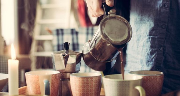 Take it or leave it: British café now serves coffee to go in ceramic mugs